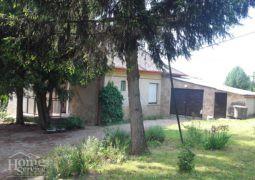 (Magyar) Kis ház szép telekkel eladó Keszthelyen